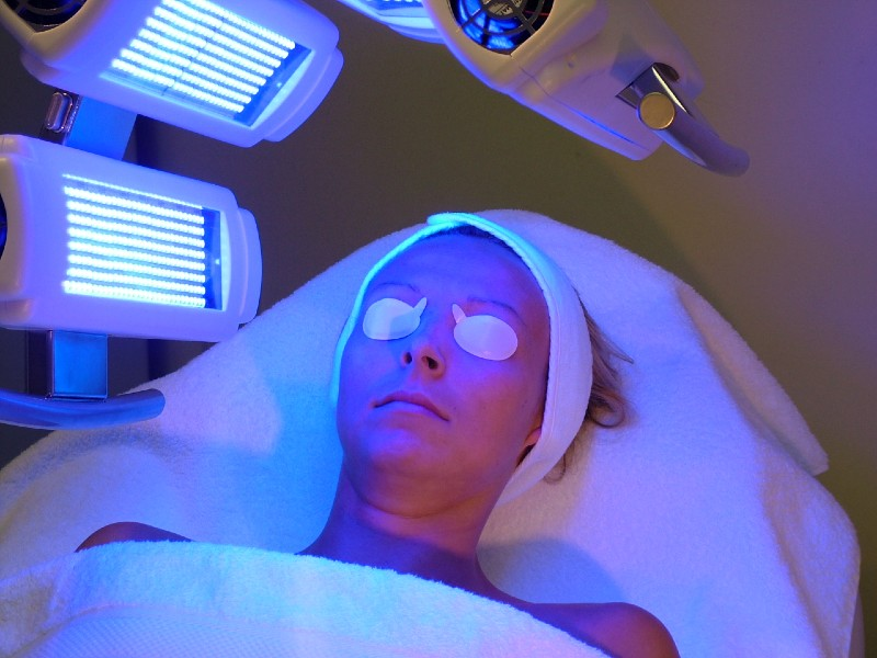 What What Causes Seborrheic Dermatitis - UV Light therapy